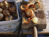 Gefüllte Zwiebeln mit Schweinefleisch