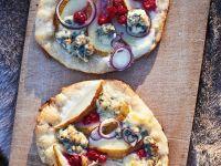 Gegrillte Birnen-Pizza mit Käse