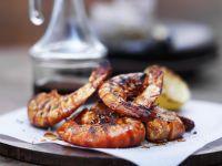 Gegrillte Garnelenschwänze mit Paprika, Zitrone und Knoblauch