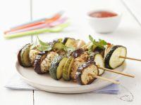 Gegrillte Hähnchenspieße mit Zucchini