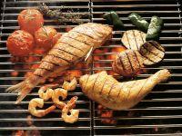 Gegrillte Meeresfrüchte, Hähnchen und Gemüse