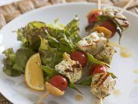 Gegrillte Schwertfischspieße mit Tomaten