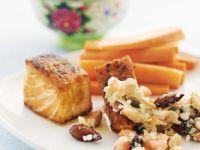 Gegrillter Lachs mit Gemüsesalat, Mandeln und Karotten