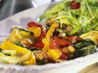 Gegrilltes Gemüse mit Blattsalat