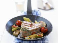 Gegrilltes Thunfischfilet mit Gemüse