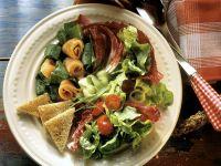 Gemischter Blattsalat mit Räucherlachs