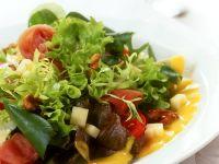 Gemischter Blattsalat mit Senfdressing