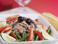 Gemischter Salat mit Thunfisch und Oliven