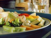 Gemischtes Gemüse mit Sardellensoße