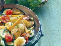 Gemüse mit Hähnchen gebraten