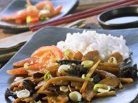 Gemüse mit Pilzen aus dem Wok