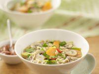Gemüse-Nudel-Suppe auf asiatische Art