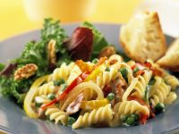 Gemüse-Nudelsalat mit Schinken und Gorgonzolae
