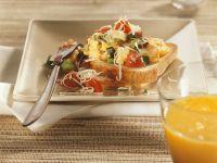 Gemüse-Rührei auf Toast