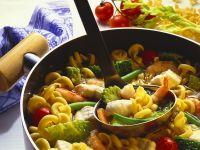 Gemüseeintopf mit Nudeln und Kabeljau