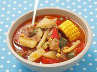 Gemüsegulasch mit Mais, Paprika und Kohlrabi