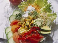 Gemüseplatte mit Joghurtsauce