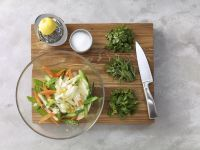 Gemüsesalat zubereiten