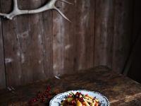 Gemüsesalat mit Pistazien und frischen Cranberries