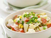 Gemüsesalat mit Schinken, Käse und Obst