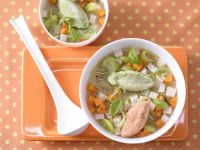 Gemüsesuppe mit Grießnocken