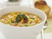 Gemüsesuppe mit Pesto (Minestrone)