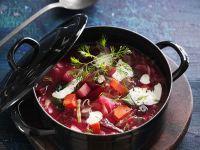 Gemüsesuppe mit Roter Bete und Suppenfleisch