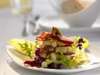 Geräucherte Gänsebrust mit Apfelkompott und grünem Salat