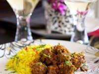 Geschmortes Rindfleisch mit Reis