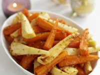 Glasiertes Möhren-Pastinaken-Gemüse zu Weihnachten