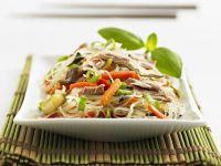 Glasnudelsalat mit Gemüse und Thunfisch