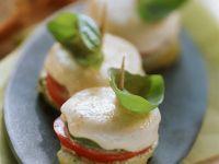 Gratinierte Tomaten-Mozzarella-Häppchen