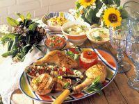 Grillplatte mit verschiedenen Saucen