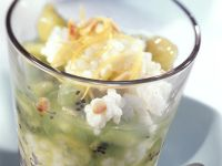 Grüne Grütze mit Zitronenreis und Pinienkernen