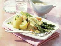 Grüner Spargel und Möhren mit Senfsauce