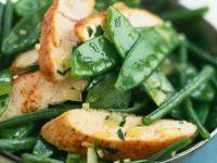 Grünes Gemüse mit Hähnchenbrust