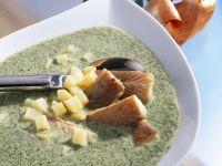 Grünkohlsuppe mit Räucheraal und Kartoffeln