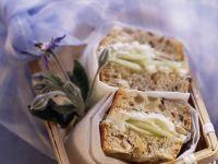 Gurken-Sandwich mit Ziegenkäse