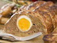 Hackfleischbraten mit Ei