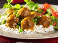 Hackklößchen mit Currysoße und Reis
