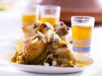 Hähnchen auf arabische Art mit Mandeln, Sultaninen und Zwiebeln