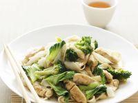 Hähnchen mit Brokkoli und Asia-Nudeln