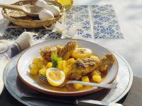 Hähnchen mit Kartoffeln, Ei und Safransoße auf mexikanische Art
