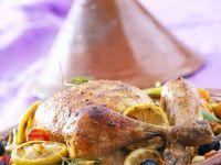 Hähnchen-Tajine mit Gemüse, Oliven und Zitronen