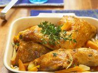 Hähnchenkeulen mit Möhren aus dem Ofen
