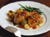 Hähnchenschlegel in Weinessig mit Kartoffelstückchen