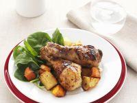 Hähnchenschlegel mit Honig-Senf-Marinande und Gemüse