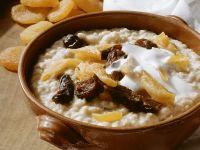 Haferbrei (Porridge) mit Trockenfrüchten