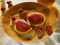 Hagebutten-Sorbet mit Orangen und Honigsoße