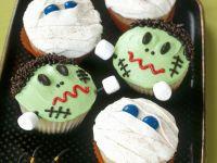 Halloween-Cupcakes (Mumien und Frankenstein)